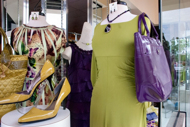 Lee's Consignment Boutique in Panama City
